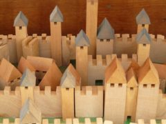 Dlaczego warto kupować zabawki drewniane